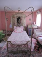 Ta Da! The Debut of Eva's Bed